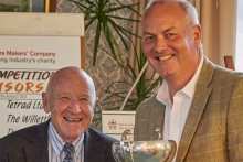 Golf day raises £10,000 for industry charity
